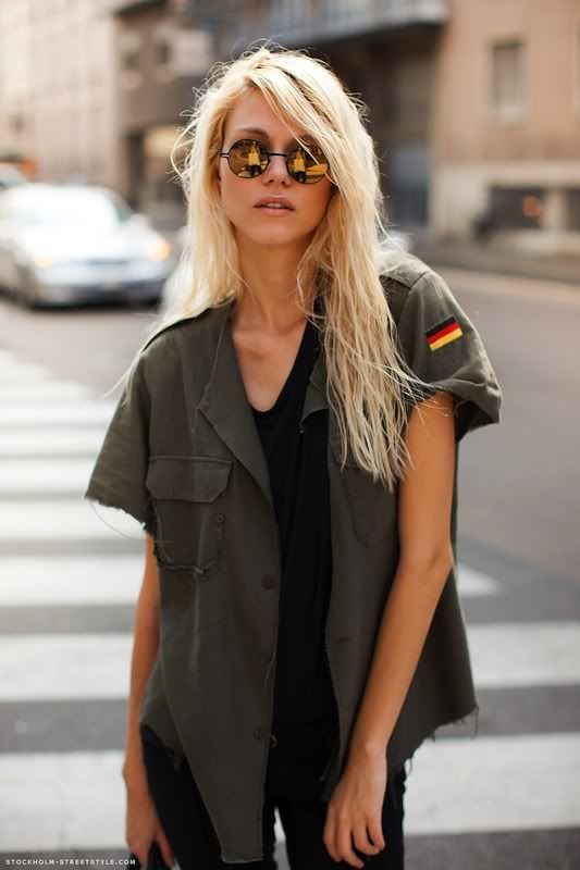 Very cool loose fitting slouchy army jacket.  Perfect for almost any casual outfit!