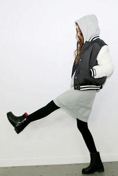 Today's Hot Pick :モノクロボーダーリブスタジャン http://fashionstylep.com/SFSELFAA0005857/aurajjp/out この冬人気テイストのボーイッシュスタジャンです。 異素材をミックスしたデザインにし、トレンドをキープ。 シンプルモノクロでマルチタイプのアウターです。 袖と裾、ネックラインにはボーダーリブでしっかりと固定、安心感のあるルックス。 カジュアルなファッションを幅広く活躍してくれます。