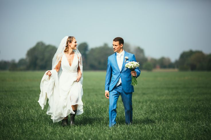 #dutchwedding #groom #bride #bruid #bruidegom #may #2016 #denAlerdinck #nature #walk #flowers  #countryside Photo by Sjoerd Banga, © Banganimation