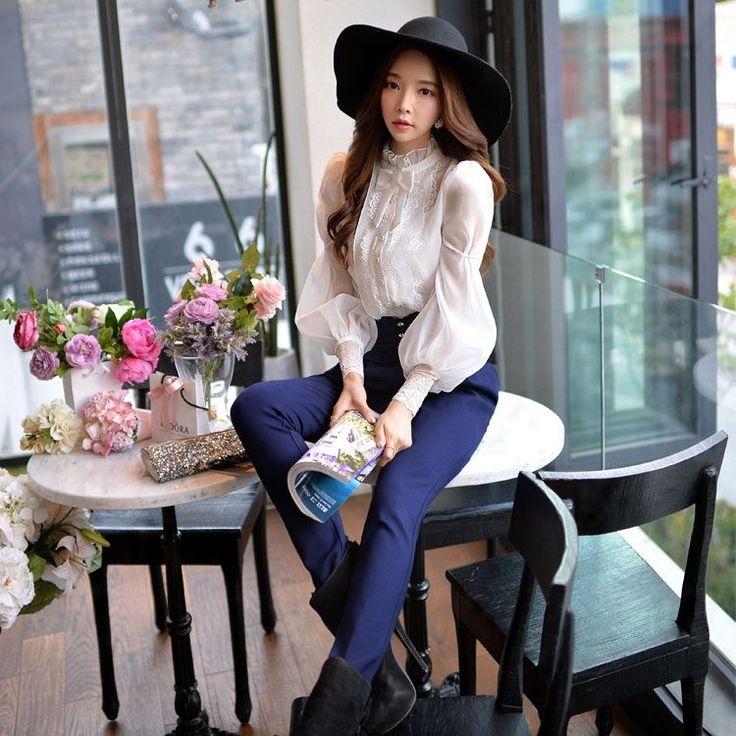 Dabuwawa Puff-Sleeve Lace Panel Blouse | YESSTYLE: