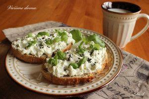 Jemná bazalková pomazánka(tvaroh,mascarpone,česnek,ster.okurek)
