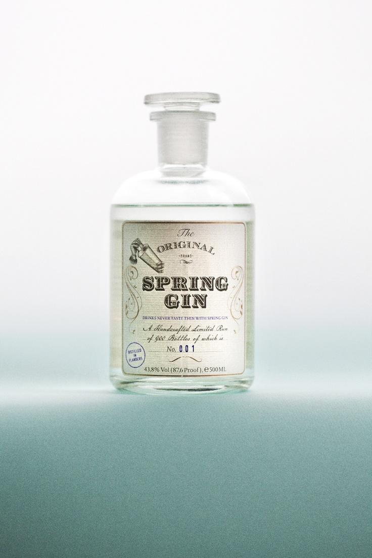 Manuel Wouters eerste distillaat ' Spring Gin'