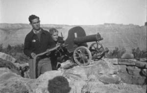 "Spain - 1937. - GC - Servidores republicanos de una ""Maxim"", posan para la camara."