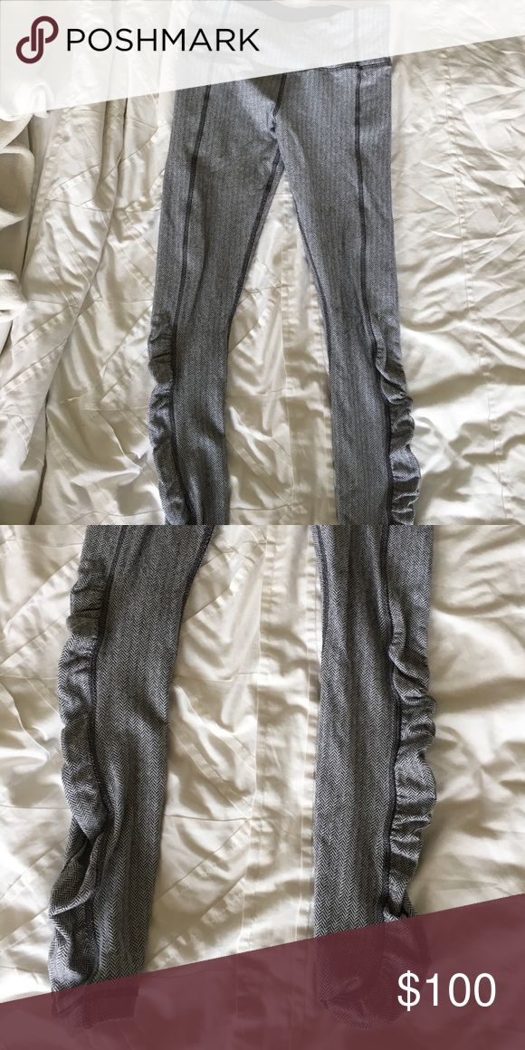 FLASH SALE Lululemon Ghost Herringbone Leggings Perfect condition, high rise. ruched detailing at the ankles. super soft. Rip tag has been removed. Will trade for dark herringbone leggings or other high rise lululemon. lululemon athletica Pants