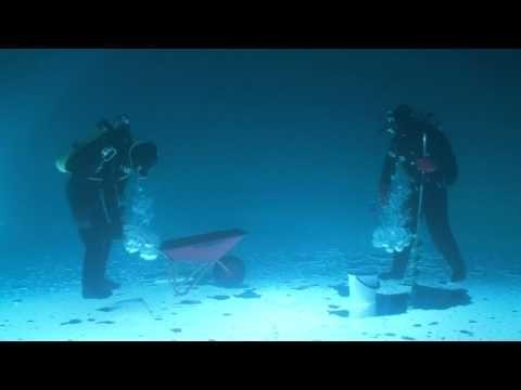 Underwater 'icefishing' creates crazy optical illusions