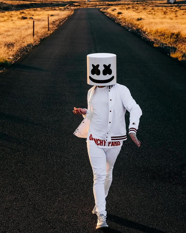 "208.9 mil Me gusta, 776 comentarios - marshmello [✖‿✖] (@marshmellomusic) en Instagram: ""Dance like no one is watching """