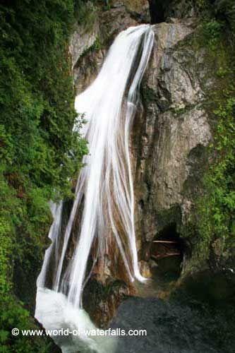 Twin Falls  Olallie State Park, near Issaquah, Washington, USA