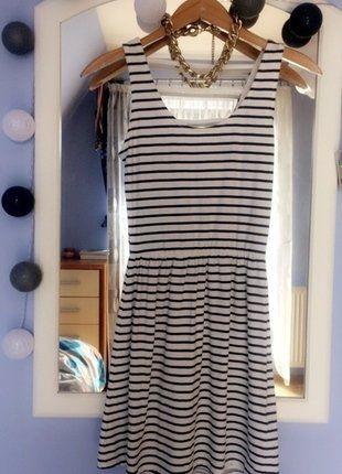 Kup mój przedmiot na #vintedpl http://www.vinted.pl/damska-odziez/krotkie-sukienki/17675599-sukienka-w-granatowe-paski-idealna-na-lato-rozmiar-s-stan-idealny-wyciecia-na-plecach