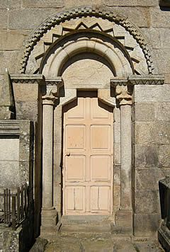 Portada sur de Santo André de Guillamil
