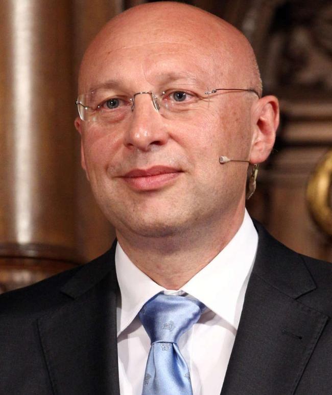 Der deutsche Forscher Stefan W. Hell hat für eine Mikroskopiertechnik den Chemie-Nobelpreis erhalten und teilt sich das Preisgeld und den Ruhm mit zwei amerikanischen Forschern