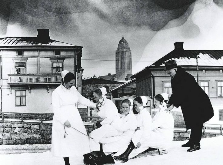 Senior physician Arvo Ylppö and Children's Hospital nurses (Lastenlinnan henkilökuntaa). Photo: unknown Suomi (Finland), Helsinki, 1921 -  Source: HKM