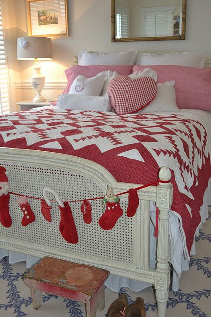 Christmas bedroom...this quilt is beautiful