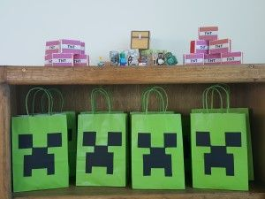 Faça uma festa de aniversário Minecraft em casa, com dicas de decoração simples e criativas.