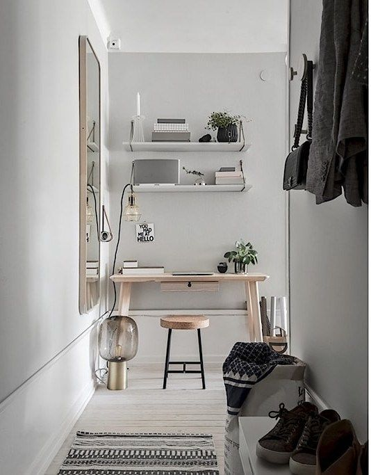 scrivania in corridoio