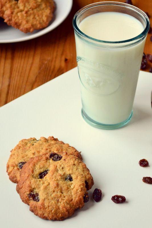 Golden Oat and Raisin Cookies - This looks tasty!