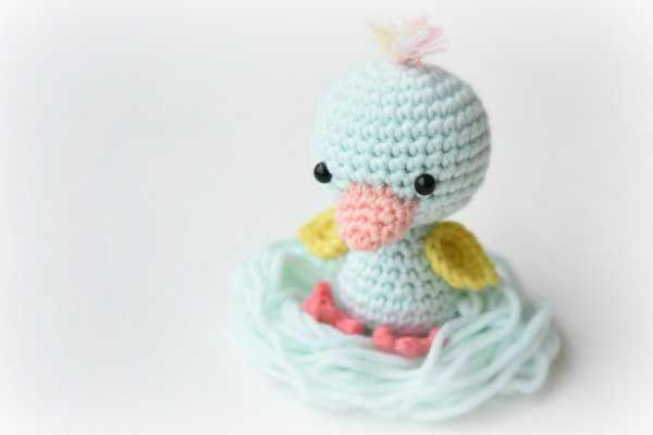 Bir sabah uyandığında çocuğunuzun yastığı başında bu sevimli mi sevimli amigurumi ördek yavrusu ile karşılaşmasını ister misiniz?