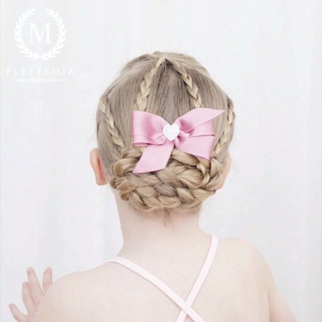 """ VIDEO: treerfletter og flettet knute.  Gå til min Facebookside for video i langsommere tempo /  VIDEO: Three strand braids and braided bun.  Go to my Facebook page for a slower version of the video."" Photo taken by @flettemia on Instagram, pinned via the InstaPin iOS App! http://www.instapinapp.com (04/06/2016)"