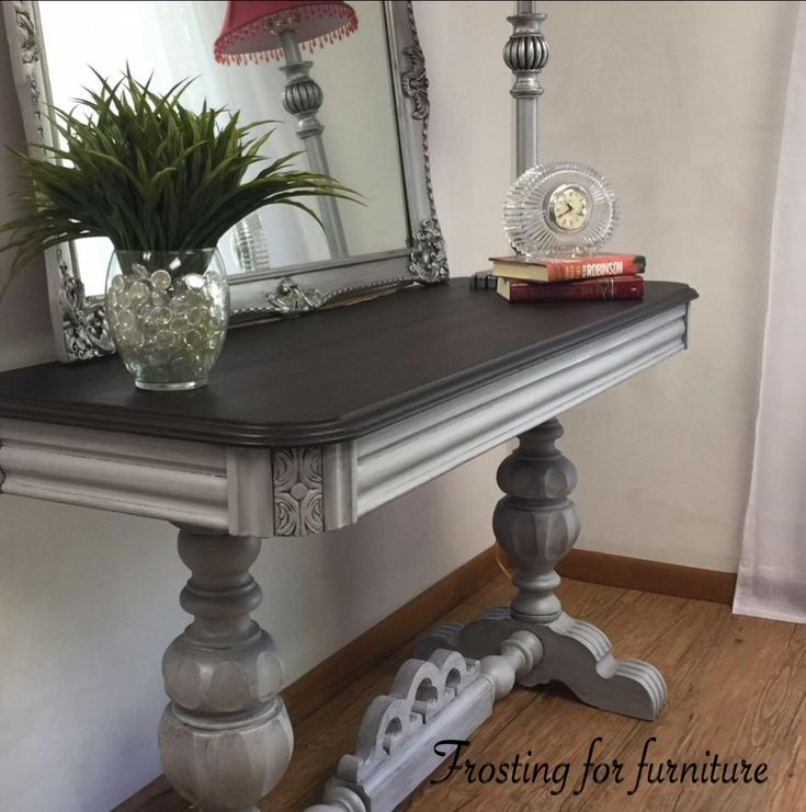 Beautiful frosting painted on a console table