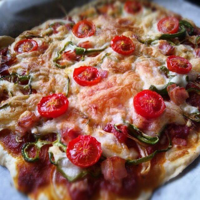 簡単ピザ生地で作りました。 材料混ぜるだけでサクサククリスピーな生地が出来ます♪ 思い立ったらすぐできる。 - 65件のもぐもぐ - オニオン ピーマン ミニトマト ベーコン のピザ by 314sugar