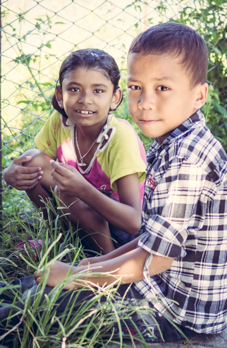 """""""We're picking daisies from the other side of the fence to make daisy chain necklaces. Can we make one for you?"""" #nepal #daisies"""