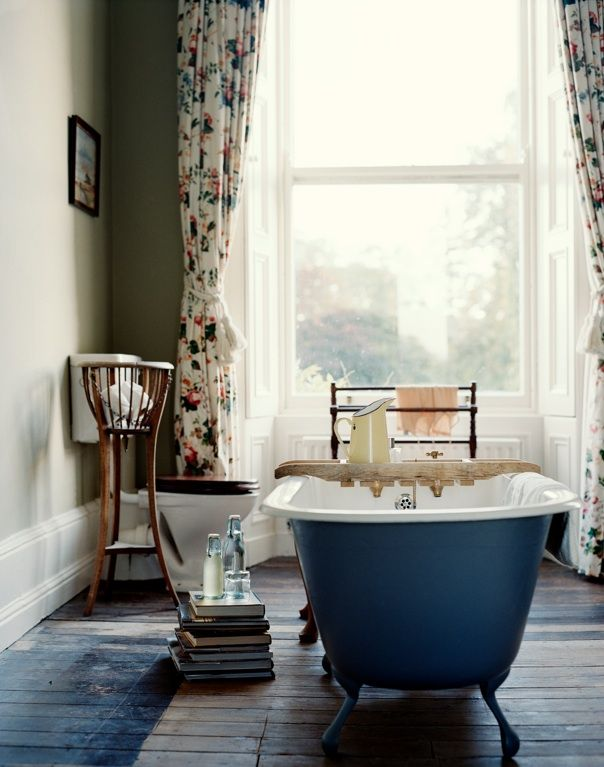 Most of the baths in this Baronial country house feature antique tubs, and I love how simple the spaces are. ...I also have a thing for claw foot tubs... Imma have one someday.