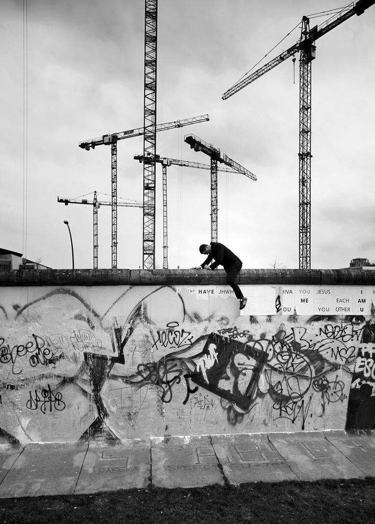 """Fotoausstellung """"BER – Bilder einer Stadt"""" in den Räumen von pavlov's dog bis 18. Mai 2013   (c) Yves Borgwardt"""
