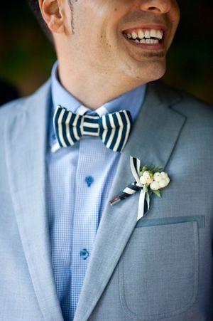 爽やかなブルーのシャツにかわいいブートニアで決めて❤︎結婚式の参考に☆