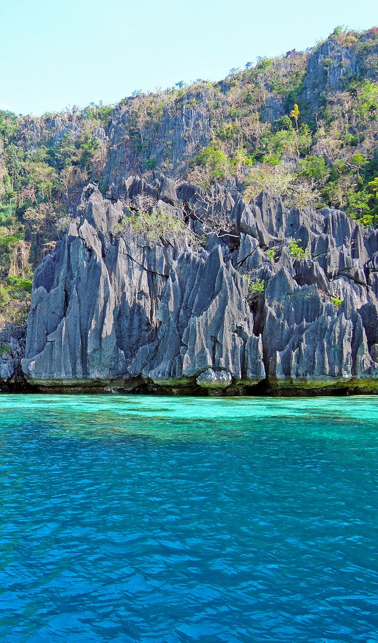 Head over to Coron, one of the amazing destinations that have made Palawan the world's best island year after year. From pristine white beaches to stunning blue lakes, this is the tropical holiday you've been dreaming of. Click through for the best things to do in Coron, Philippines.