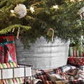 Tree stand inside a galvanized tub: Idea, Trees Stands, Galvanized Tubs, Wash Tubs, Christmas Decor, Trees Skirts, Christmas Trees, Diy Christmas, Tree Stands