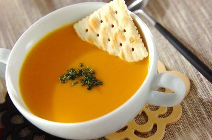 寒くなると食べたくなる、かぼちゃのポタージュ。  飲むたびに身体が温まって、かぼちゃと玉ねぎの優しい甘みが広がるスープです。