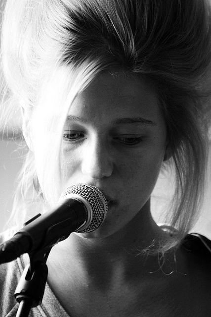 Selah Sue - My heart's on the line I can't do anything but lose This changing game. Amazing Artist with Incredible Hair.