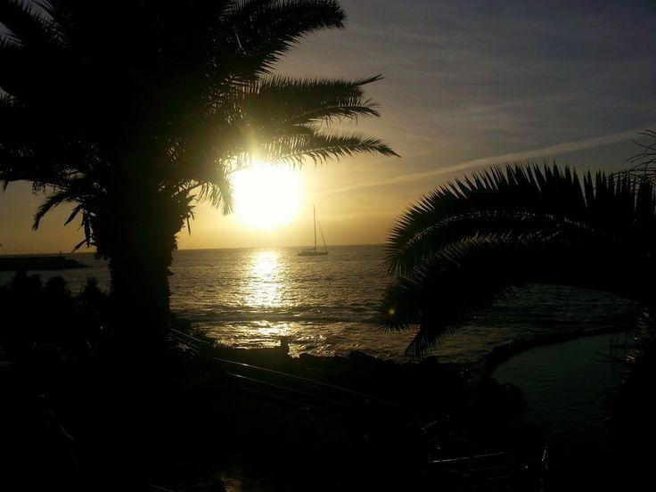 'Segelboot im Sonnenuntergang' aus dem Reiseblog 'Über Weihnachten auf den Kanaren: Urlaub im Dorado Beach auf Gran Canaria'
