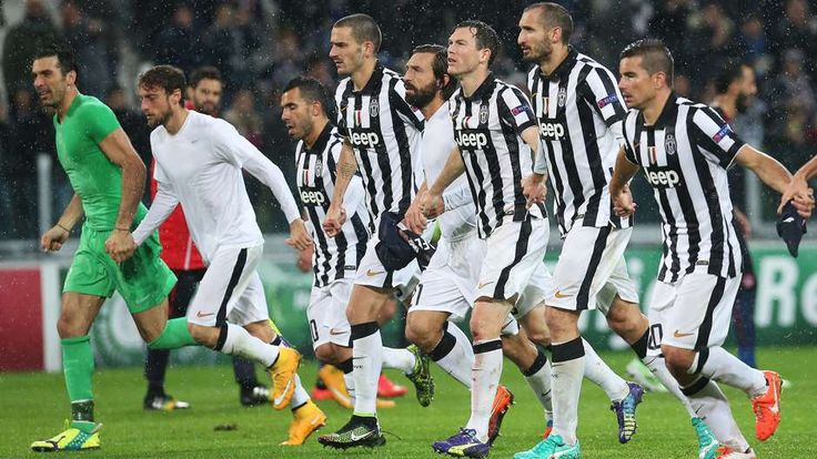 Risultato comunque positivo e giocatori della Juventus che corrono a festeggiare sotto la curva. (#Juventus - Olympiacos 3-2)
