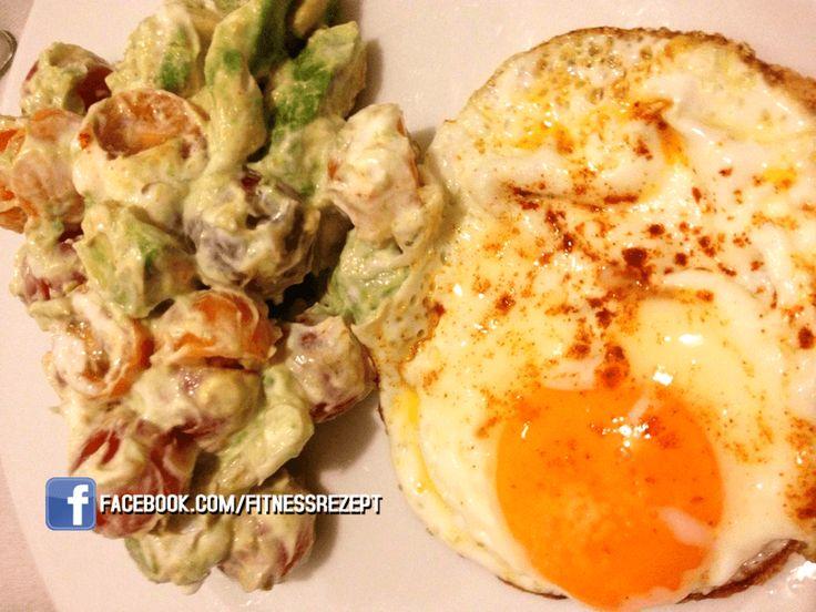Produktempfehlungen Nährwerte Nährwerte  Kalorien 438 kcal Protein 40 g Kohlenhydrate 20 g Fett 22 g Zutaten NW pro Portion;Rezept für eine Portion: 1 Ei ½ Avocado...