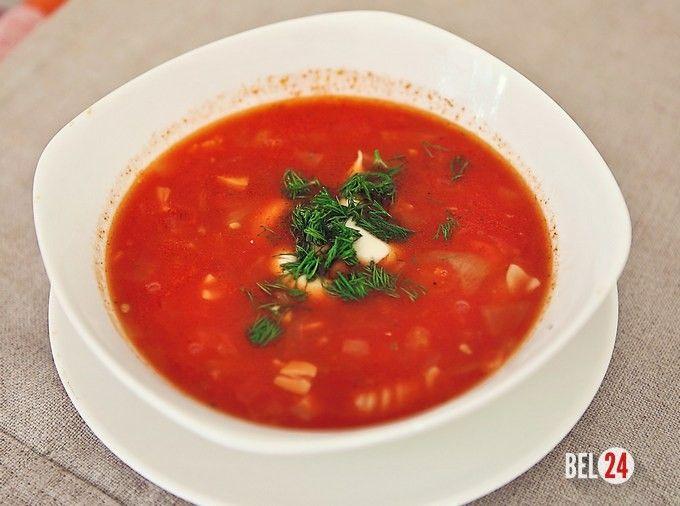 Томатный суп с сосисками и фасолью.                                                                          Ингредиенты: Куриный бульон – 2 л Сосиски – 6 шт Фасоль – 50 гр Морковь – 1 шт Репчатый лук – 1 шт Томатная паста – 2 ст.л. Макароны – небольшая горсть Соль и специи – по вку�