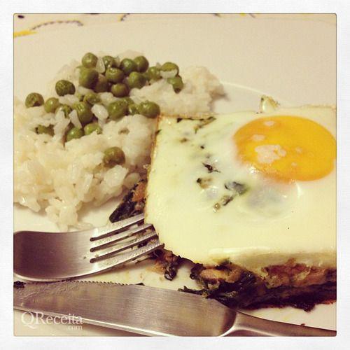 Alheira com espinafres e ovo no forno