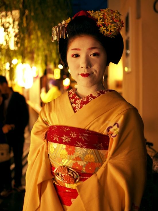 Read our story about Katsumomo, a geiko living in Kyoto  http://meetyouatthebridge.nl/a-geisha-in-modern-japan-en/