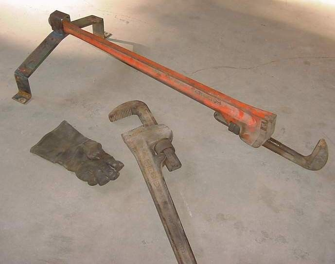 Pipe Wrench Holder by Sberry -- Homemade pipe wrench holder constructed from flat bar stock and a length of rectangular tubing. http://www.homemadetools.net/homemade-pipe-wrench-holder