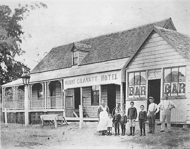 Mt Gravatt Hotel on Logan Rd,in Brisbane's southeast in 1900.