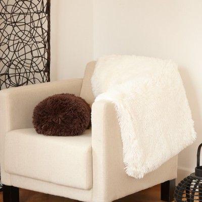 Plaid Shaggy blanc ou chocolat, dim. 130x150 cm, polyester. Diff. coloris, disponibilité selon arrivage.