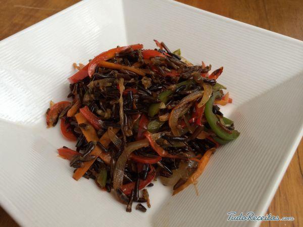 Receita de Arroz selvagem com legumes - 7 passos