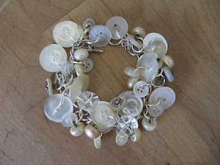 cute button bracelet from Karen at Sew Many Ways, I love her blog