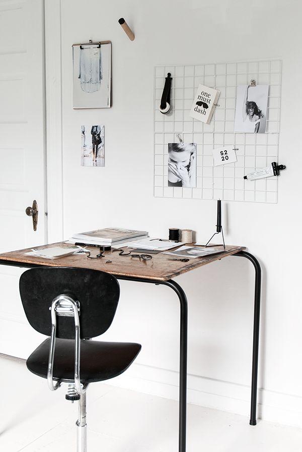 Werkplek inspiratie | Met een eenvoudig tafeltke en een stukje gaas creeer je in een handomdraai een werkplek | Interieurinspiratie