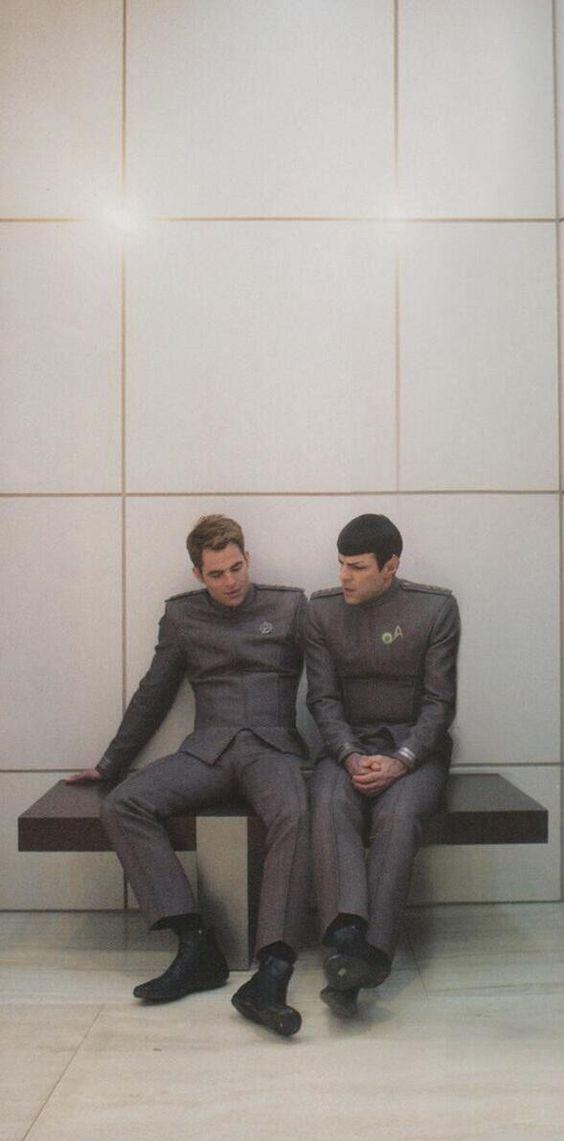 Star Trek Into Darkness - Kirk (Chris Pine) & Spock (Zachary Quinto)