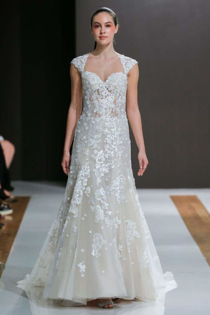 Lisa robertson in wedding dress - Hot Off The Runway These Sleek And Chic Mark Zunino Wedding Dresses Will Make You Melt We Re Obsessed With The Modern Ruffled Ballgown Skirts
