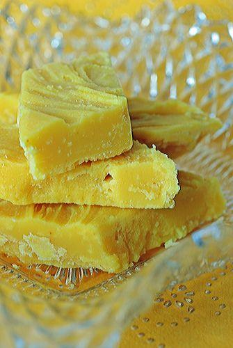 Lemon fudge? yes, please.Desserts, Lemon Fudge, Food Colors, Yellow Food, Fudge Recipe, Candies, White Chocolate, Baking, Sweets Tooth