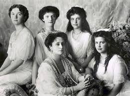 dit is Alix van Hessen met haar 4 dochters. Grootvorstin Olga Grootvorstin Tatjana Grootvorstin Maria Grootvorstin Anastasia