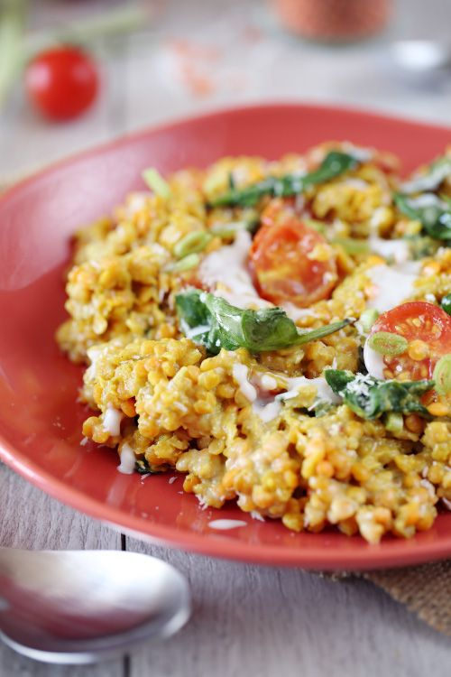Le dahl de lentilles corail fait partie des plats traditionnels en Inde. On y retrouve des lentilles corail, des épices, du lait de coco. On peut ensuite r