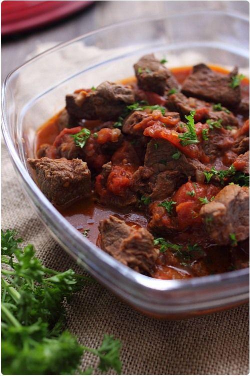 La goulash est un plat d'origine hongroise. Sa préparation varie selon les familles. La recette que je vous propose vient de ma maman, c'est de cette maniè