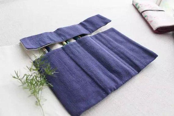 Mantener sus plumas limpias y seguras en este tejido grueso, rollo de seda de la pluma. Ideal para el almacenamiento diario y viajar!  32 cm x 20 cm (plana)